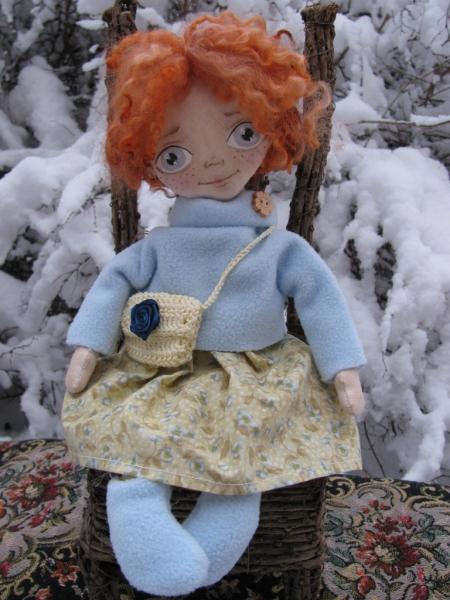 Ариша в голубой толстовке с сумочкой 33 см