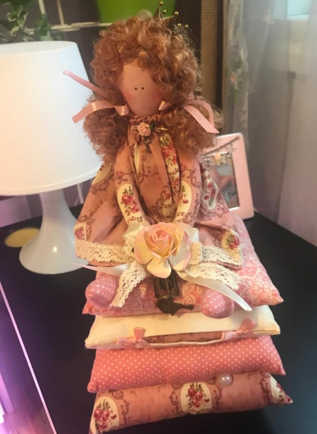 Принцесса на горошине Агнес с розой 30 см