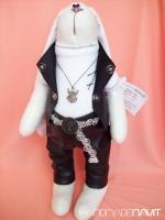 Заяц-рокер в кожаных штанах